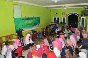 Suasana kunjungan ke Panti Asuhan yang dilakukan UKM Kopma. Kegiatan ini dilakukan sebagai bentuk kepedulian kepada anak yatim.