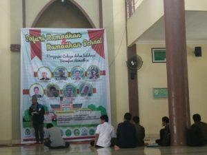Spanduk bertuliskan Ramadhan school dan Safari ramadhan lt 1 Mesjid Kampus II UIN Alauddin