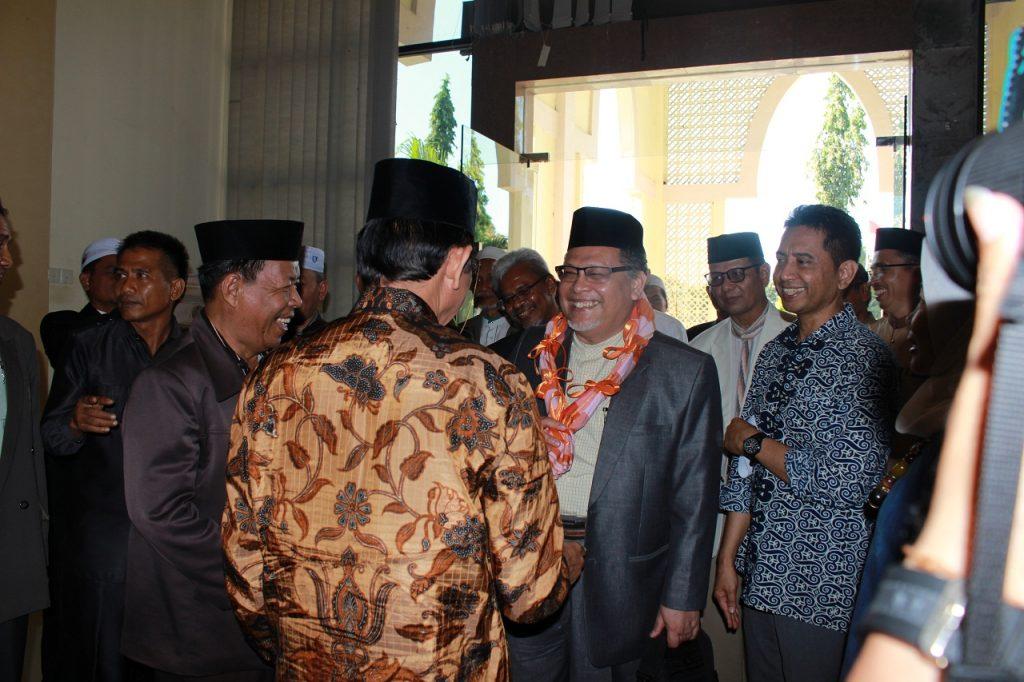 Kedatangan Timbalan Menteri Besar Kelantan, Dato Mohd Amar disambut langsung oleh Rektor UIN Alauddin Makassar (UINAM), Musafir Pababbari di Ruang Rapat Rektor.Jumat, 02 September 2016. Kunjungan mereka ialah menjalin kerjasama dengan UINAM yakni dalam bidang pengobatan/kedokteran.