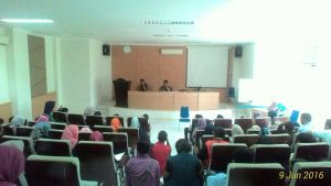 Suasana sosialisasi KKL yang dilakukan kepada mahasiswa Ilmu Politik angkatan 2013. Kegiatan ini berlangsung di LT FUF. Kamis (09/05/2016)