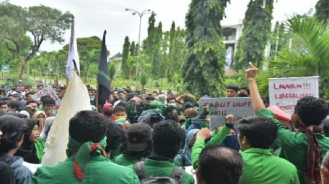 Hardiknas 2019, Mahasiswa UIN Alauddin Layangkan Tiga Tuntutat